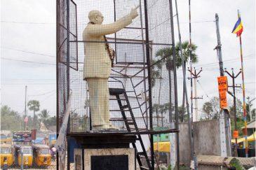 Памятник индийскому вождю. Штат Тамилнаду. Индия