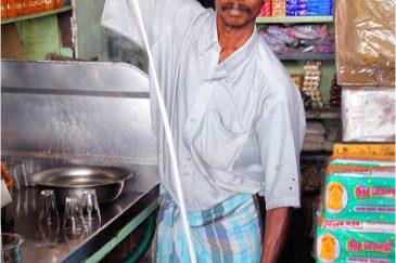 Приготовление чая Масала. Индия