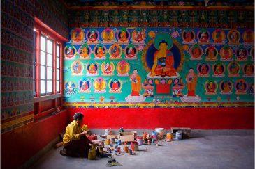 Художник в монастыре горного штата Сикким. Индия