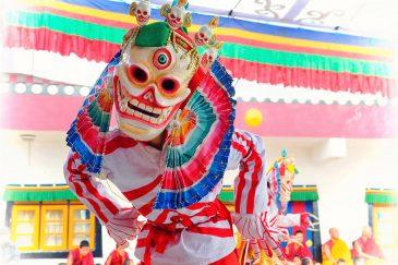 Церемония Цам в монастыре Самтен Чолинг, окрестности Дарджилинга. Индия