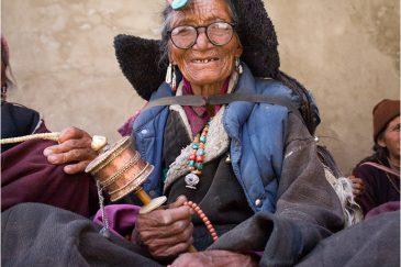 Бабуля на празднике в монастыре Ламаюру, Ладакх. Индия
