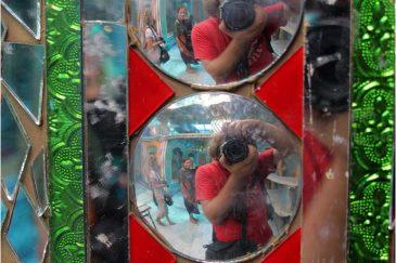 Отражения в одном из храмов города Джамму. Индия