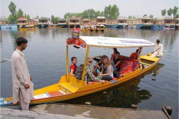 Кашмир. Прогулка по озеру Дал в Шринагаре. Индия