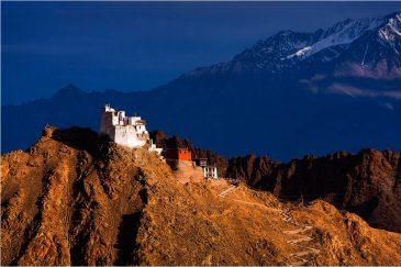 Крепость Тсемо, возвышающаяся над столицей Ладакха городом Ле. Индия