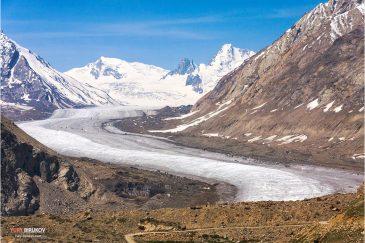 Ледник Дранг-Друнг и Гималаи. Вид с перевала Пенси. Северная Индия