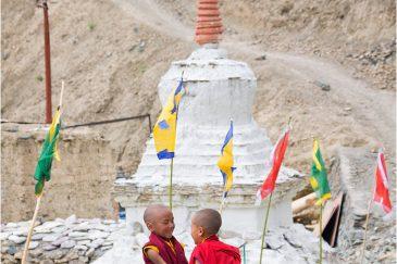 Маленькие монахи монастыря Ламаюру. Ладакх. Индия
