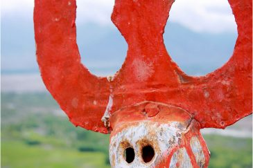 Маленький череп на крыше монастыря Тиксе. Ладакх. Индия