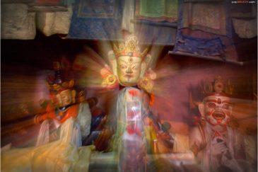 Маски в буддистском монастыре. Долина Нубра, Ладакх. Индия