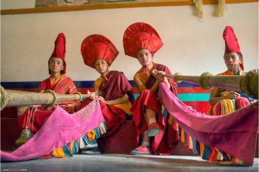 Монахи монастыря Ламаюру в Ладакхе. Индия
