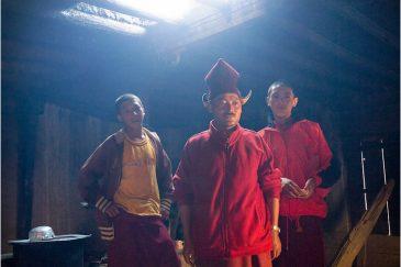Монахи небольшого монастыря в долине Занскар. Ладакх. Индия