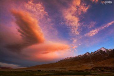 Облака-крылья у озера Пангонг в Ладакхе