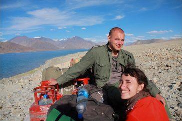 Дорога у озера Пангонг. Ладакх, недалеко от границы Индии и Тибета