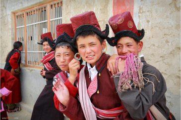 Школьники на окраине города Ле в Ладакхе. Индия