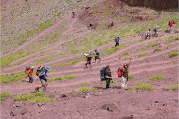Тяжелый подъем на перевал Сток Ла (4900) м. в Ладакхе. Индия
