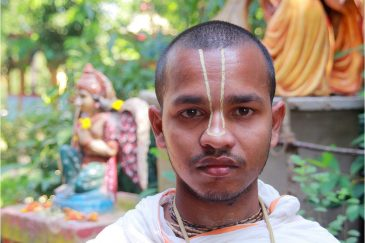Молодой брамин в вишнуистском храме. Индия