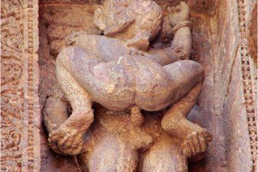 Скульптуры на храме Солнца в Конарке. Индия