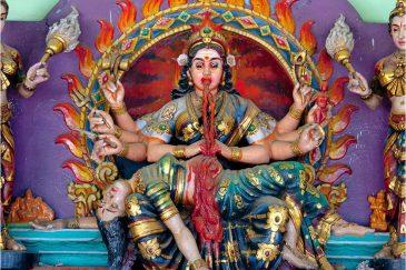 Индийская богиня Кали, скульптура в храме