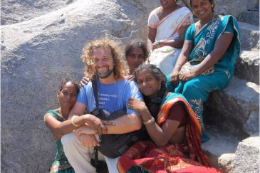 C барышнями из индийской касты хиджра (трансвеститами). Тамилнаду