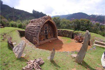 Домик племени тоддов в Ути. Горы Нилгири, Тамилнаду. Индия