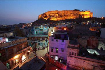 Джодхпур и крепость Мехрангарх вечером. Раджастан. Индия