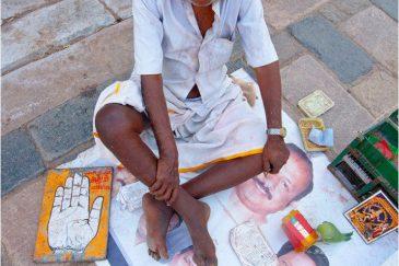 Хиромант у храма. Тамилнаду, южная Индия