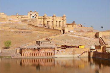 Форт Амбер в пригороде Джайпура, штат Раджастан. Индия