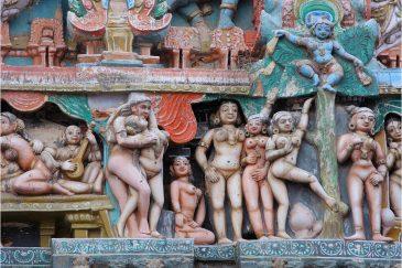 Игры индийских богов на башне храма в Кумбаконаме, Тамилнаду