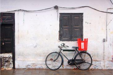 Красное на черно-белом, зарисовки Тривандрума, столицы штата Керала. Индия
