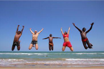 Международный полет на пустынном пляже штата Тамилнаду. Индия