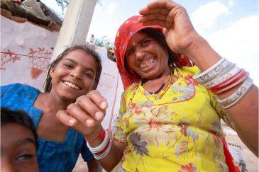 Семья в трущобах Джайсалмера, штат Раджастан. Индия
