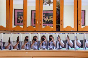 Зеркала гостиницы города Пондичерри. Индия