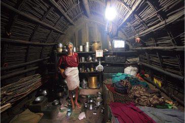 В традиционной хижине племени тоддов в горах Нилгири. Индия