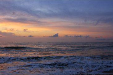 Рассвет над океаном в Мамаллапураме, Тамилнаду. Индия