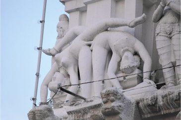 Фигурки на индийском храме в городе Кумбаконам. Штат Тамилнаду
