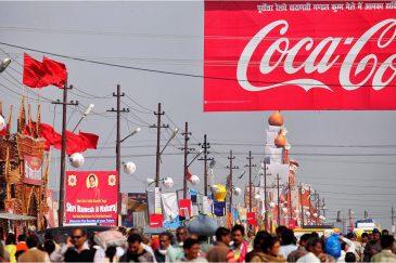 Реклама на улице Кумбха Мелы. Индия