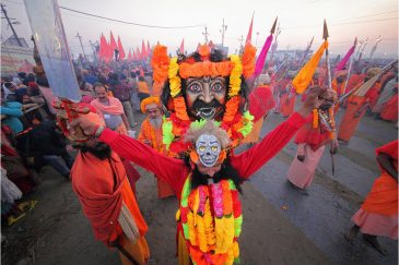 Маски Кумбха-Мелы, самого большого в мире фестиваля. Индия