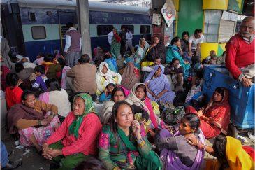 Толпа на перроне Аллахабада после фестиваля. Индия