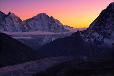 Ледник Кумбу и Гималаи на закате