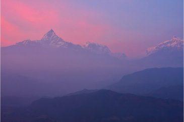 Гора Мачапучаре на закате. Вид из деревушки Сарангкот возле Покхары