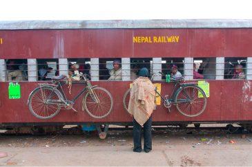Погрузка на непальский поезд