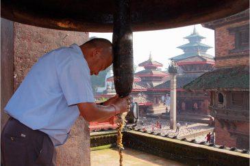 Священный колокол на площади Дурбар в Катманду звенит только на праздник Дассаин