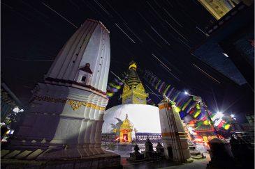 Звездные дорожки над ступой Сваямбунатх. Катманду