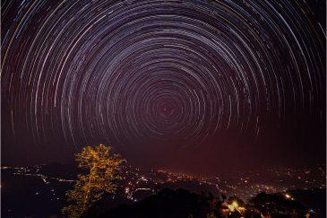 Звезды в предгорьях Гималаев