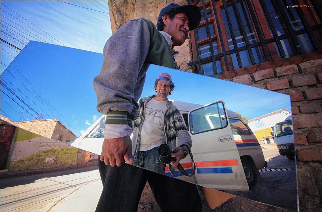 Мгновенный автопортрет на улице Потоси в Боливии