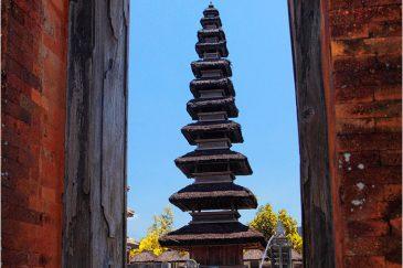 Индуистский храм на острове Ломбок