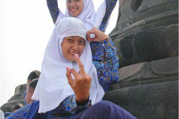 Мусульманские девочки в Боробудуре, остров Ява