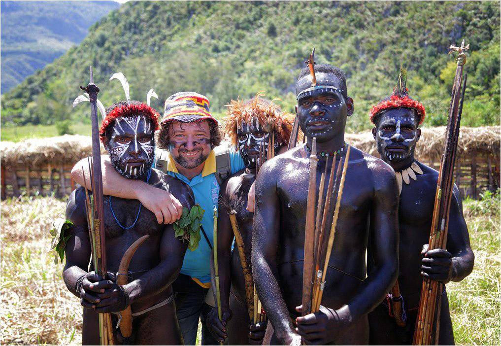 С друзьями-папуасами на фестивале папуасских культур в долине Балием в Индонезии