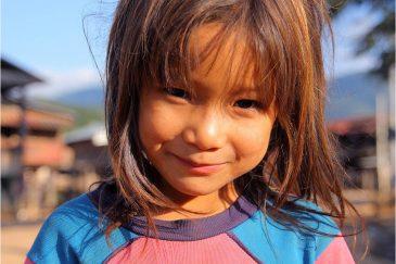Девочка народности акха