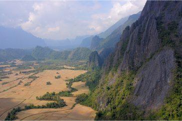 Горы в окрестностях Вангвьенга