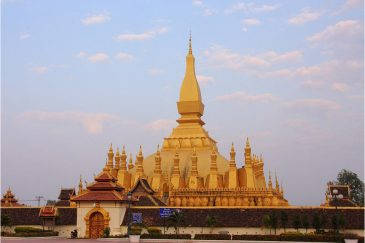 Самая главная ступа Лаоса Пха Тхат Луанг во Вьентьяне